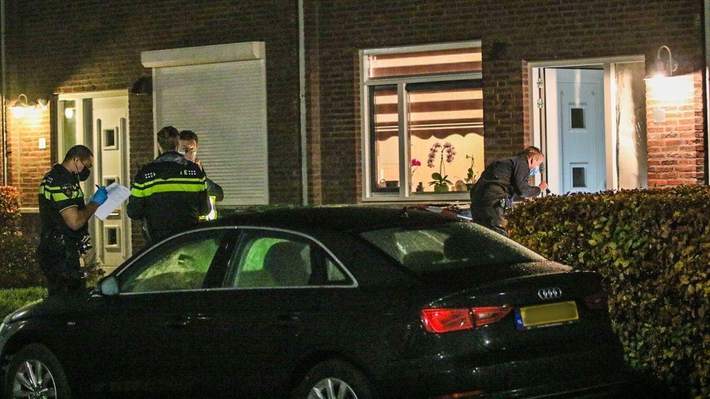 De door een vuurwerkbom beschadigde woning in Achterberg Foto: Koen Laureij RTV Utrecht