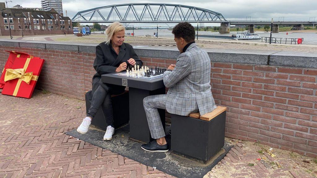 In Nijmegen kan iedereen nu schaken in de open lucht