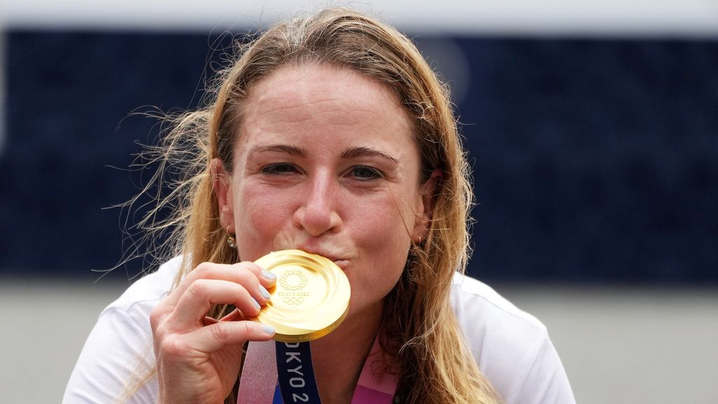 Annemiek van Vleuten pakt goud op Olympische tijdrit: 'Nu is het verhaal rond'