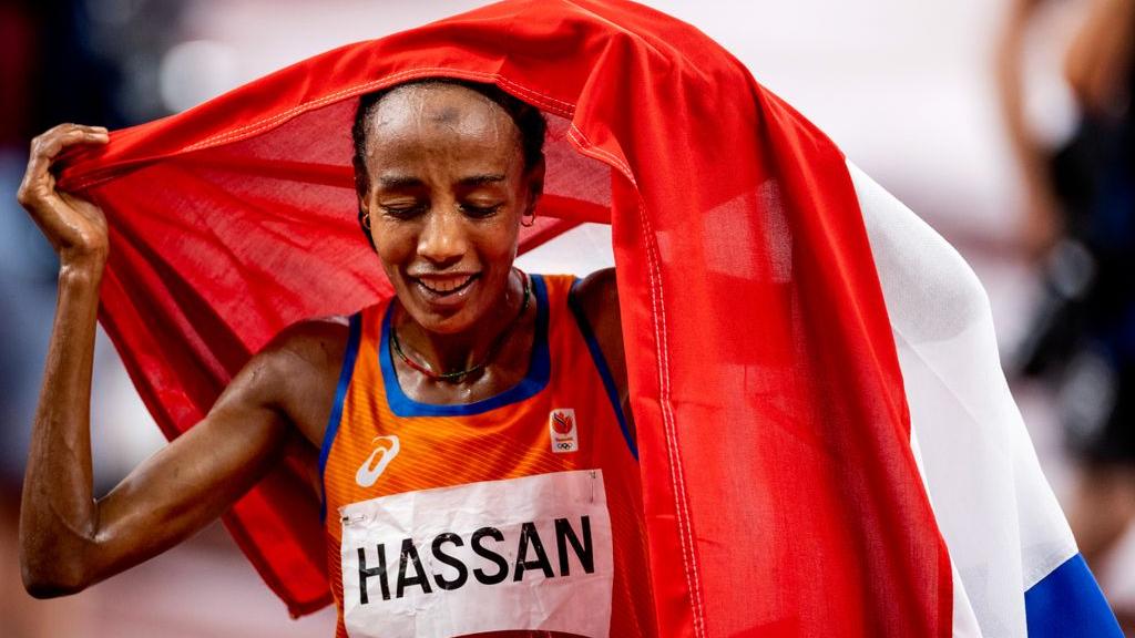 Jos geniet 9000 kilometer verderop 'in stilte' van waanzinnige race Sifan Hassan