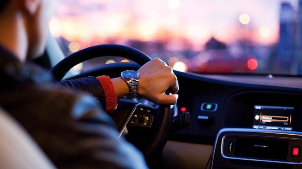 Automobilist raast met 120 km/uur over 50 km-weg