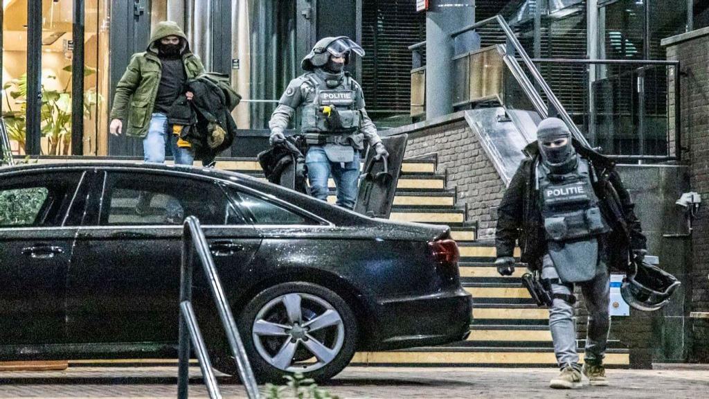 Auto beschoten, 19-jarige man uit Berg en Dal aangehouden