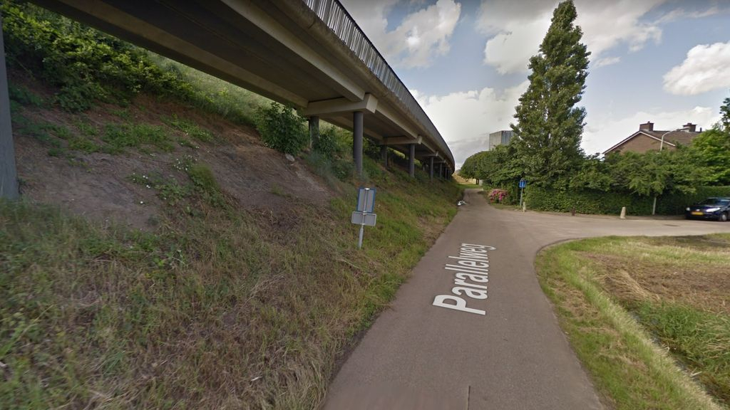 De mogelijke locatie waar het tunneltje kan hebben gezeten, in het verlengde van het huidige Molenpad. Foto: Google Street View