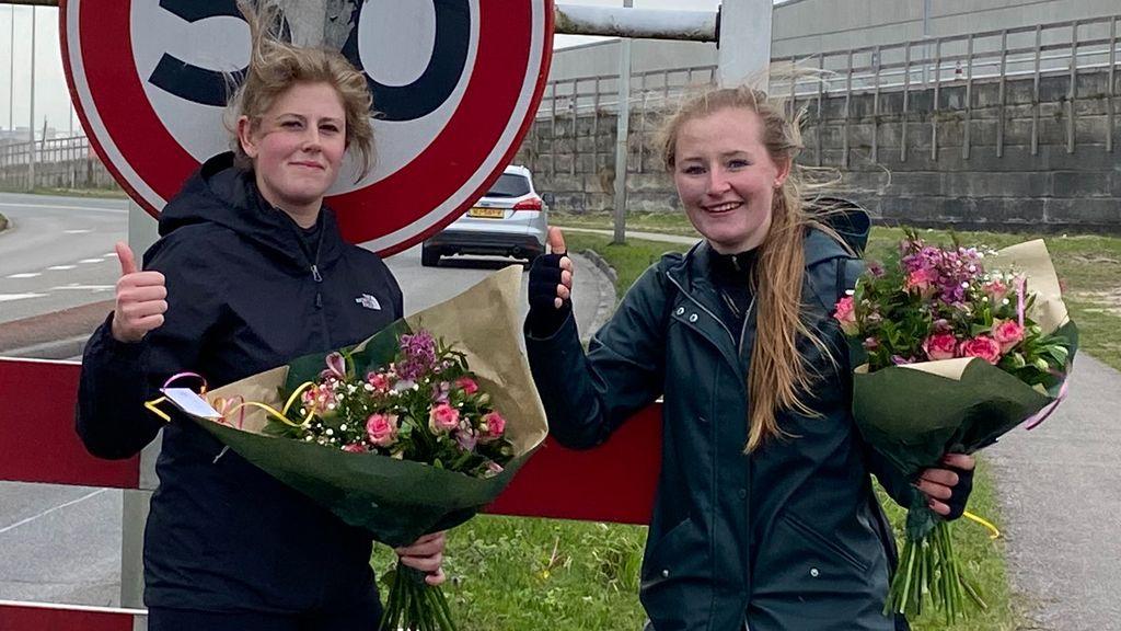 Laura en Suzanne wandelen ruim € 5200,- bij elkaar voor Wensambulance