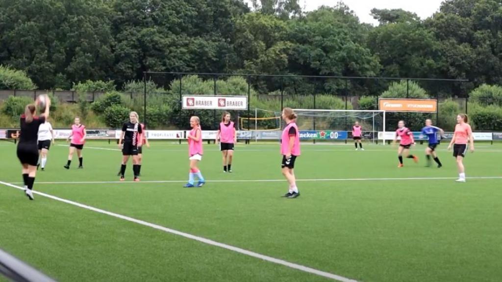Meiden- en vrouwen voetbaltoernooi in Otterlo