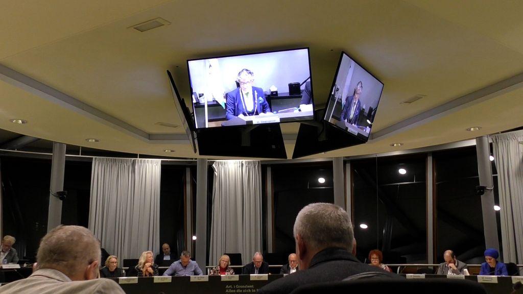 De gemeenteraad van Tiel in vergadering Foto: RegioTV Tiel