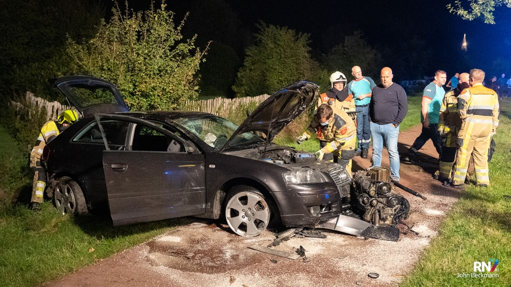 Auto total loss na mislukt inhaalpoging Foto: John Beckmann / RN7