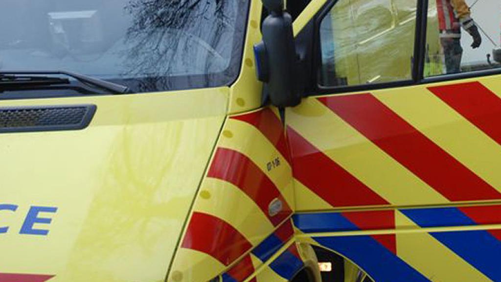 Ambulance met patiënt betrokken bij kettingbotsing op A348