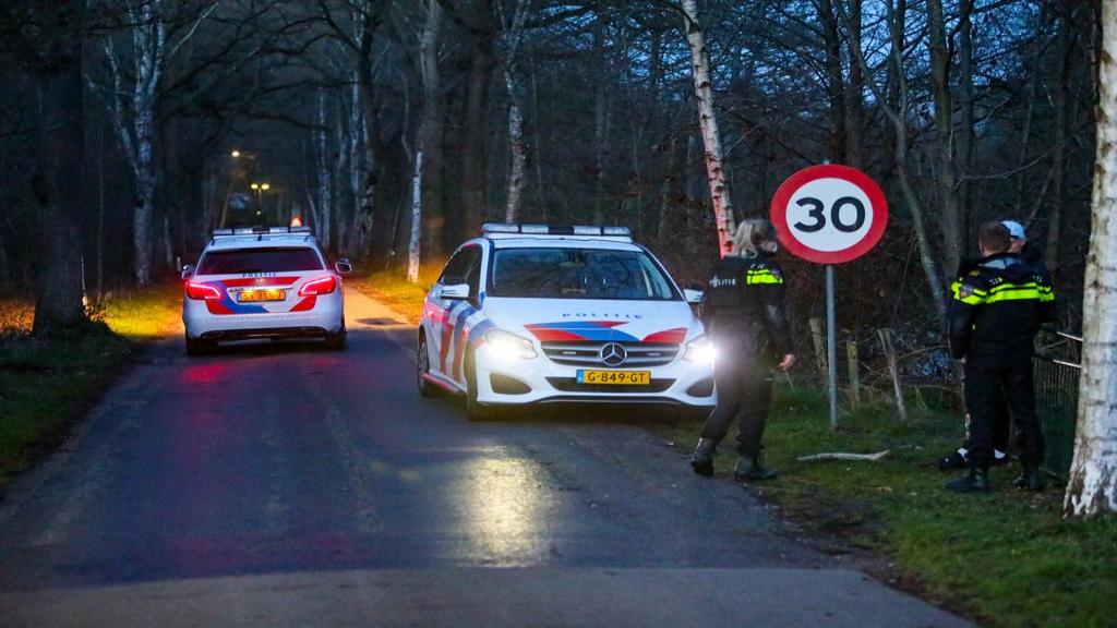 Man (19) met geweld en mogelijk wapen beroofd van telefoon in Vaassen