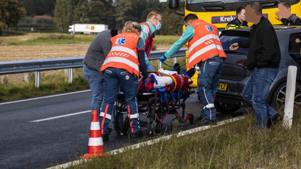 Ongeval auto vrachtwagen oprit A348 Ellecom