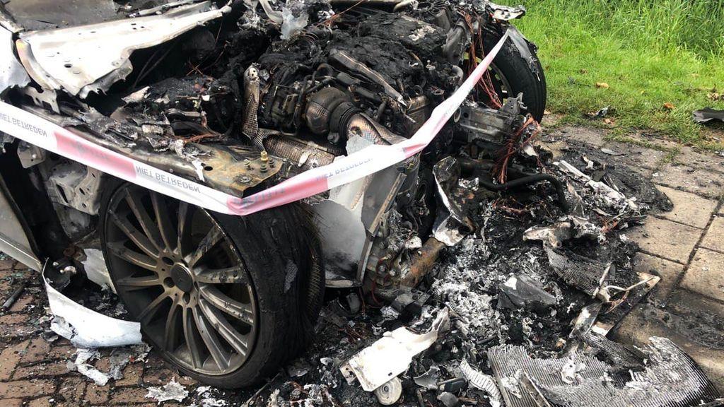 'Het is net de getto hier', meerdere auto's gaan in vlammen op