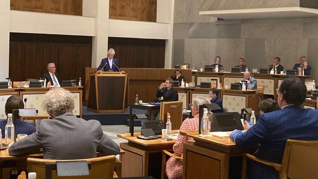 Berends (commissaris) in debat met de Staten Foto: Omroep Gelderland