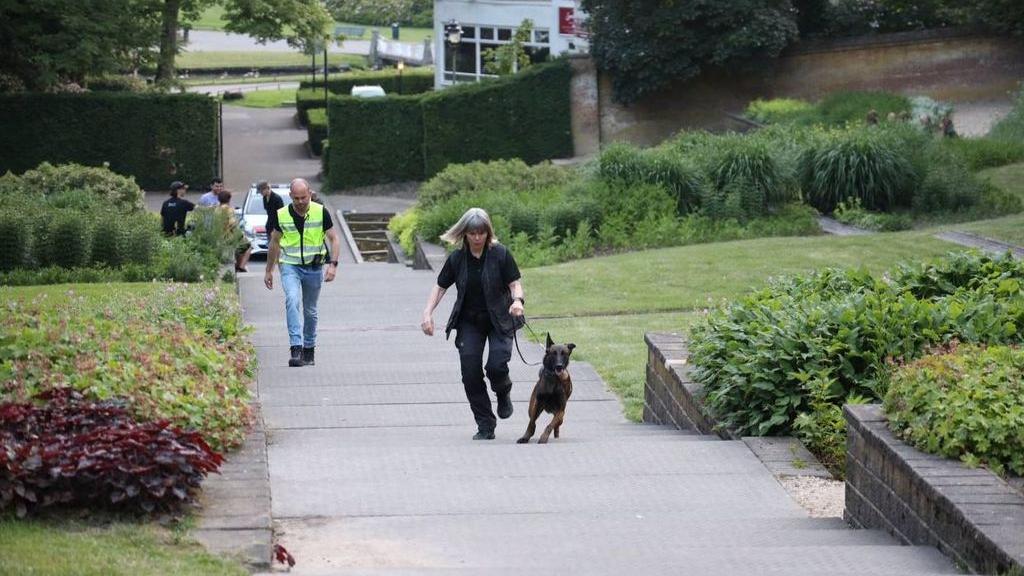 Politie zoekt nog twee mannen na incident in Park Sonsbeek in Arnhem