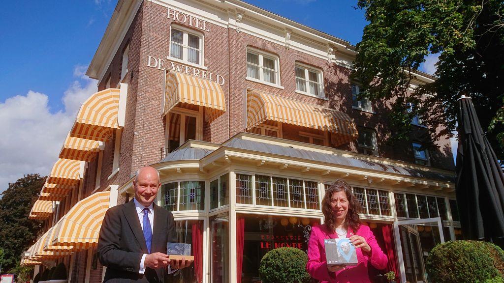 Koninklijke Nederlandse Munt overhandigt herdenkingsmunten aan ambassadeurs Verenigd Koninkrijk en Canada