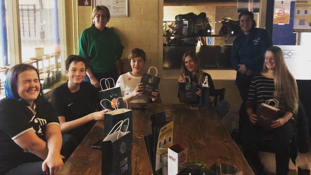 Vrijwilligers van de participatieprojecten in Woudenberg kregen presentje