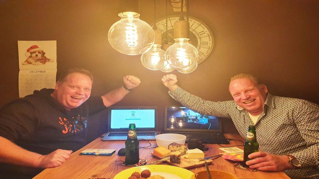 Team Niekamp wint nipt eerste editie Vaassense Online Pubquiz