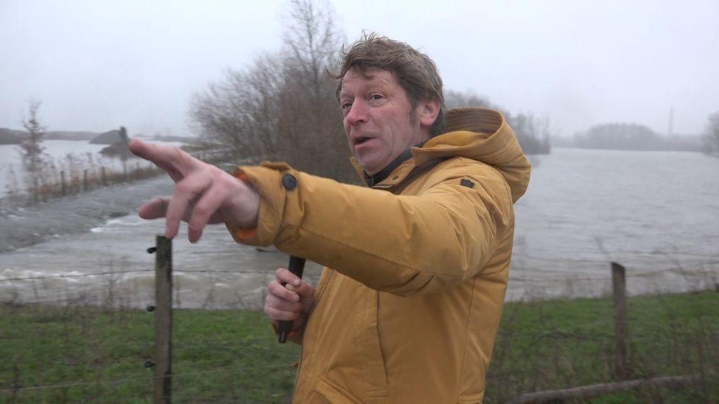 'De boot ligt klaar', Ed woont buitendijks en ziet het water stijgen