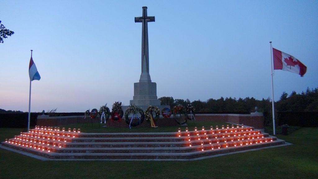 #VTeam herdenkt op Canadese Erebegraafplaats.