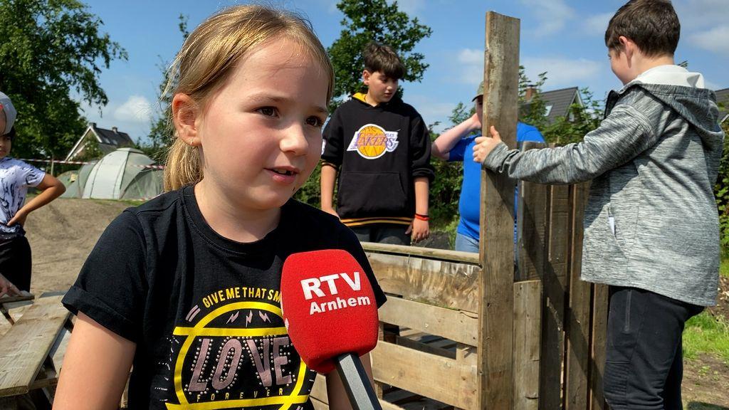 Alieke bij Super Kids Bouwdorp Renkum Foto: RTV Arnhem