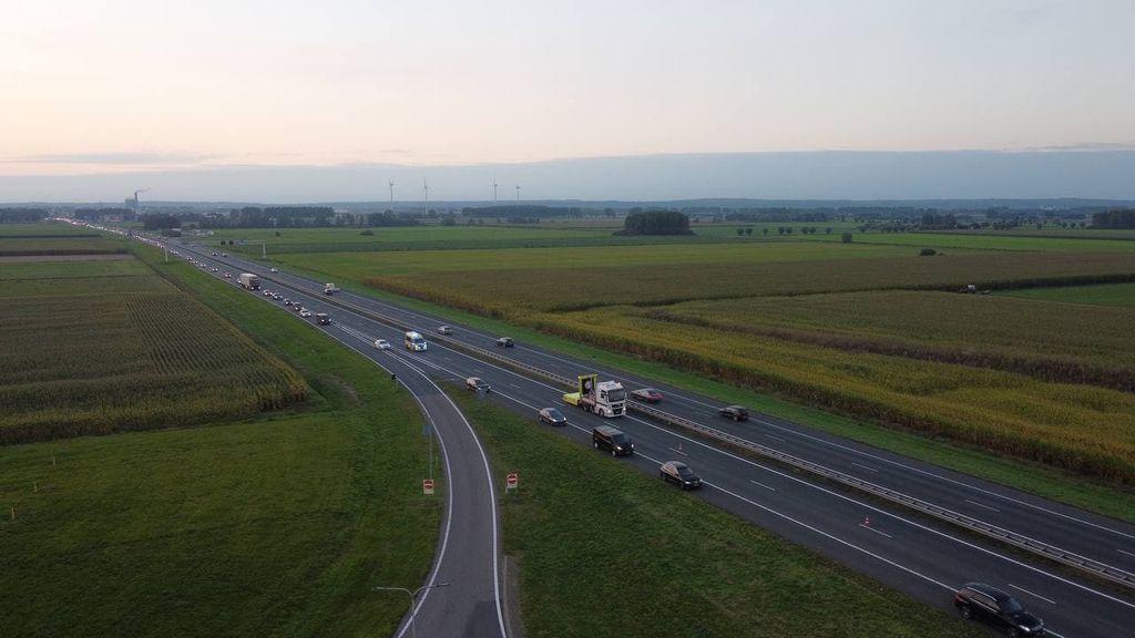 Het verkeer op de A12 wordt via de vluchtstrook geleid. Foto: Persbureau Heitink