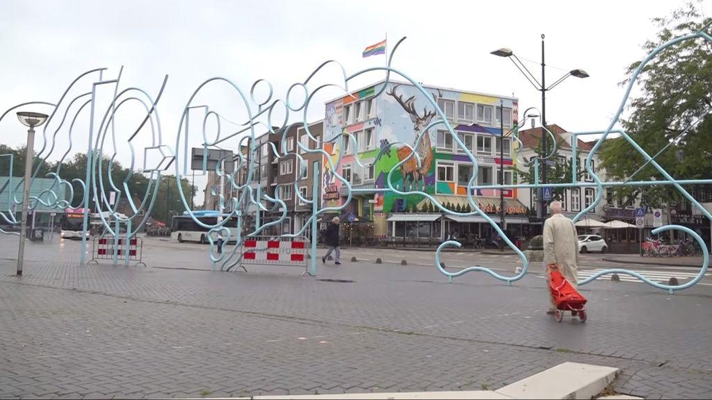 Blauw kunstwerk blijft nog een jaar in gemeentewerf
