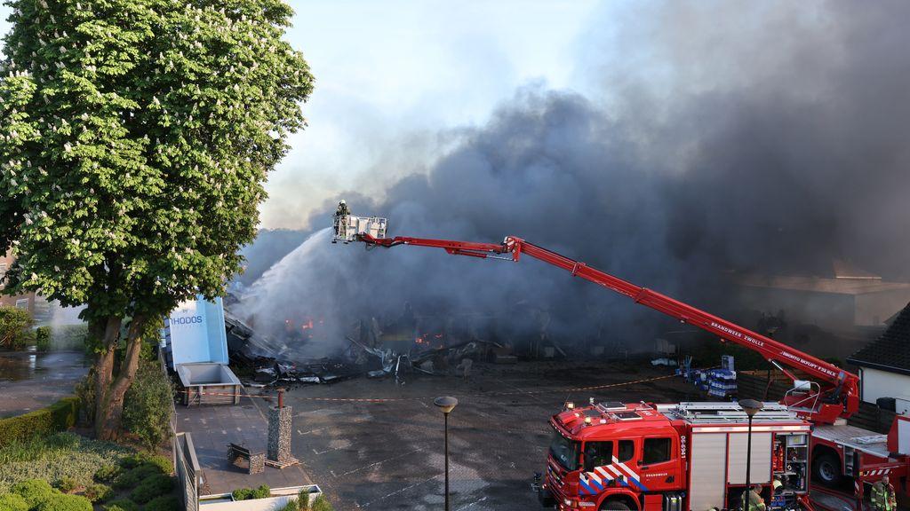 De brandweer was nog uren bezig met nablussen. Foto: Stefan Verkerk/News United