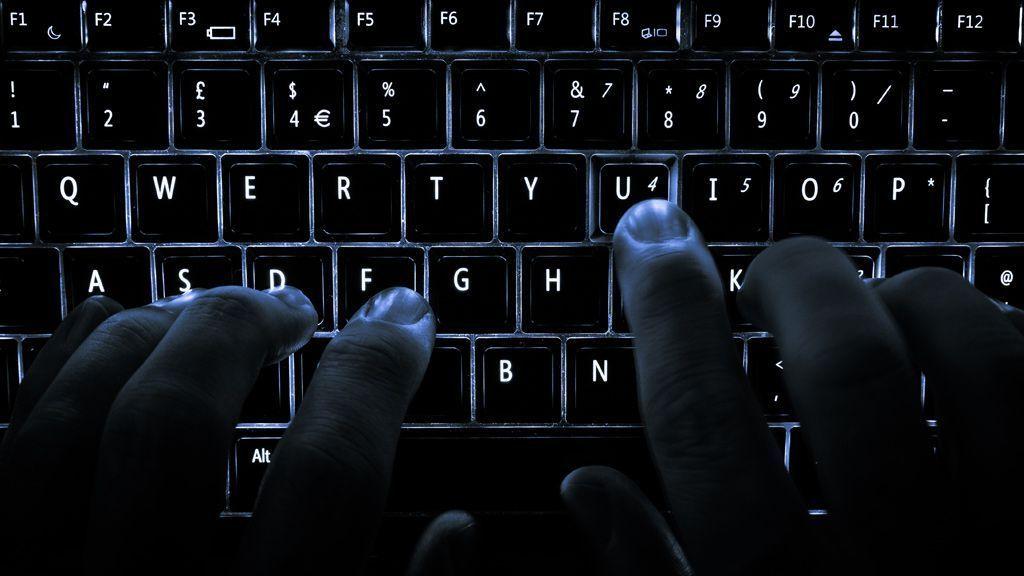 Cel voor Veenendaler (25) die tientallen bedrijven afperste met DDoS-aanval