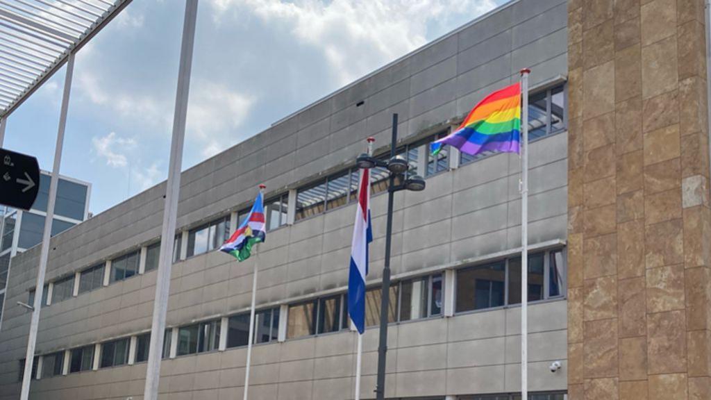 Veenendaal hijst regenboogvlag, ondanks eerdere afspraak dat maximaal één keer per jaar te doen