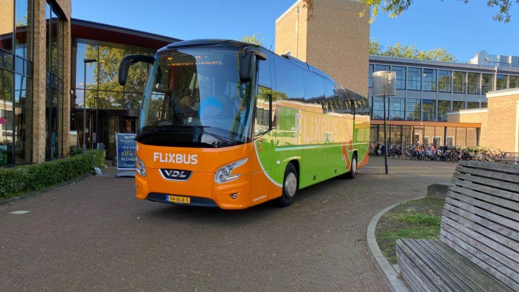 Toerbus vertrekt vanaf 't Mozaïek in Wijchen Foto: Anton Adelaar / RN7