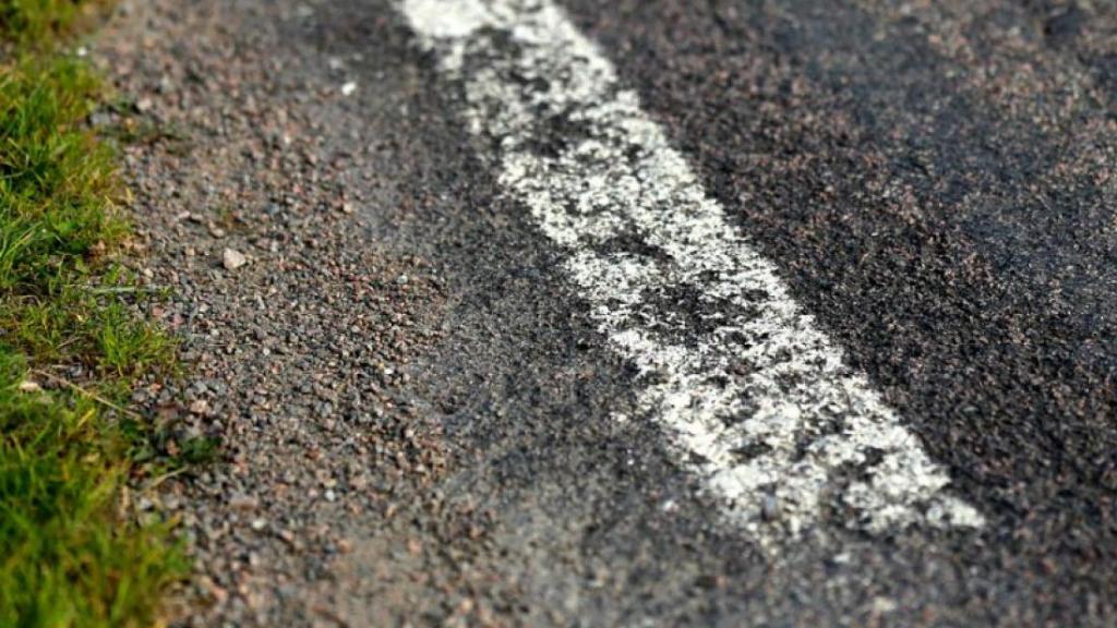 Nieuw asfalt tussen Beneden-Leeuwen en Puiflijk