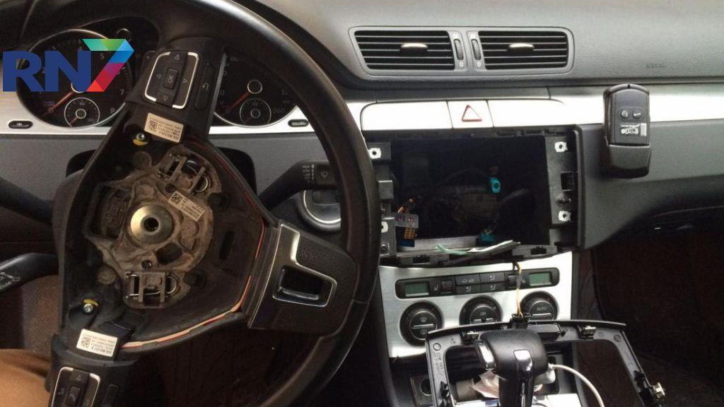 Airbags en stuur gestolen uit geparkeerde auto's in Wijchen