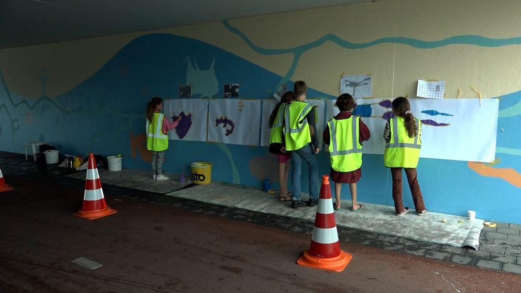 Schilderles in de vernieuwde berenkuil in Tiel Foto: Omroep Gelderland