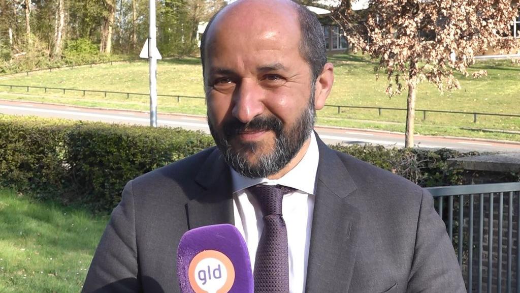 Marcouch treedt op bij schending maatregelen rond bekerfinale: 'Vier het thuis'