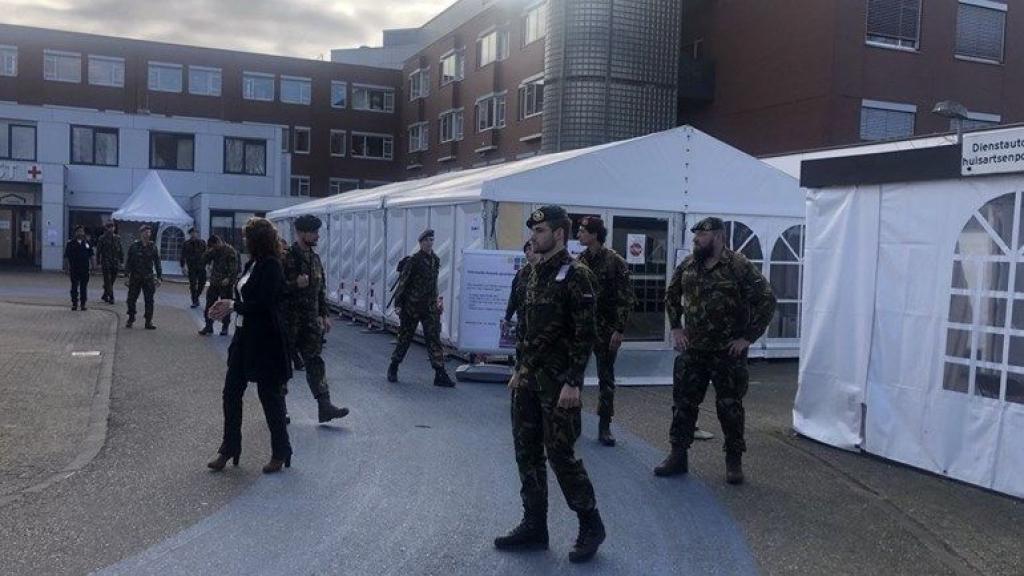 Soldaten werkten tijdens de eerste coronagolf al mee in ziekenhuis Gelderse Vallei. Foto: Omroep Gelderland