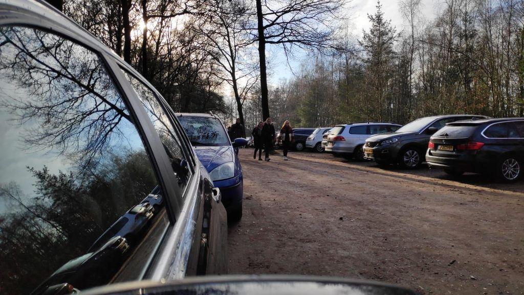 Het is opnieuw druk in de natuur, parkeerplaatsen staan helemaal vol