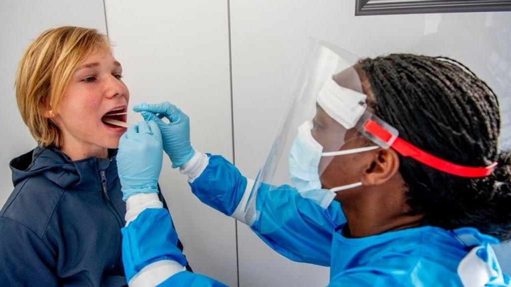 LIVEBLOG CORONA | Storing bij RIVM, veel minder besmettingen gemeld