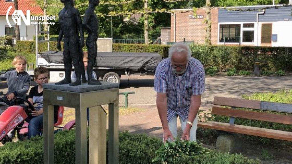 75 tulpen gelegd bij oorlogsmonument Hulshorst