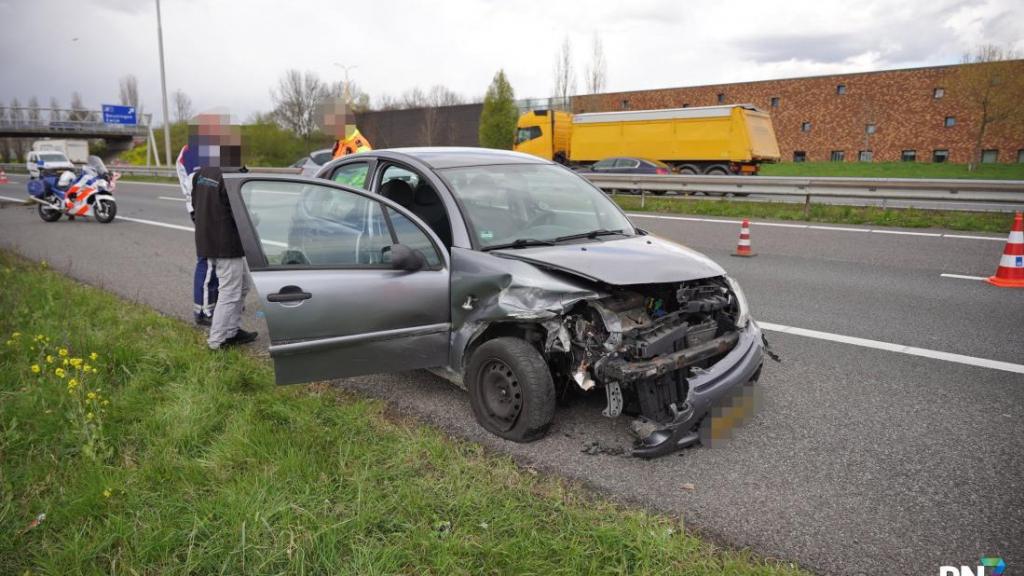 Auto raakt van de weg bij Beuningen, bestuurder komt met de schrik vrij