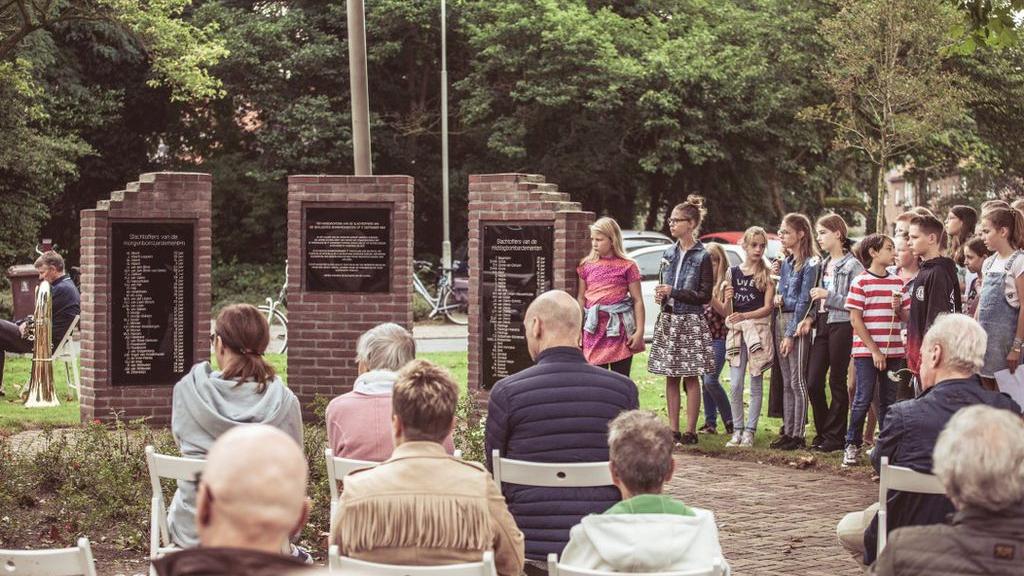 Herdenking slachtoffers geallieerd bombardement op Ede Zuid 17 september 1944