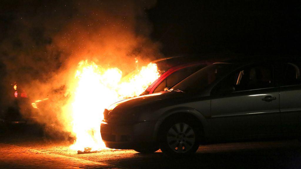 Auto in vlammen aan Schaepmanlaan