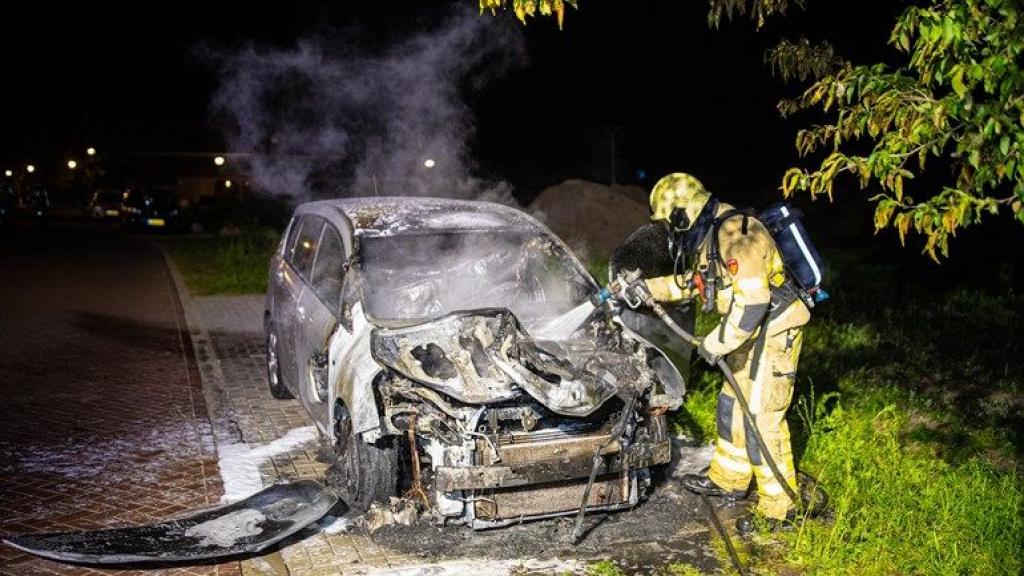 Een van de autobranden was op de Glazenmaker in Epe. Foto: Stefan Verkerk/News United.