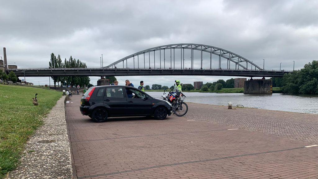 Rijnkade in Arnhem op slot, het was een 'teringzooi'
