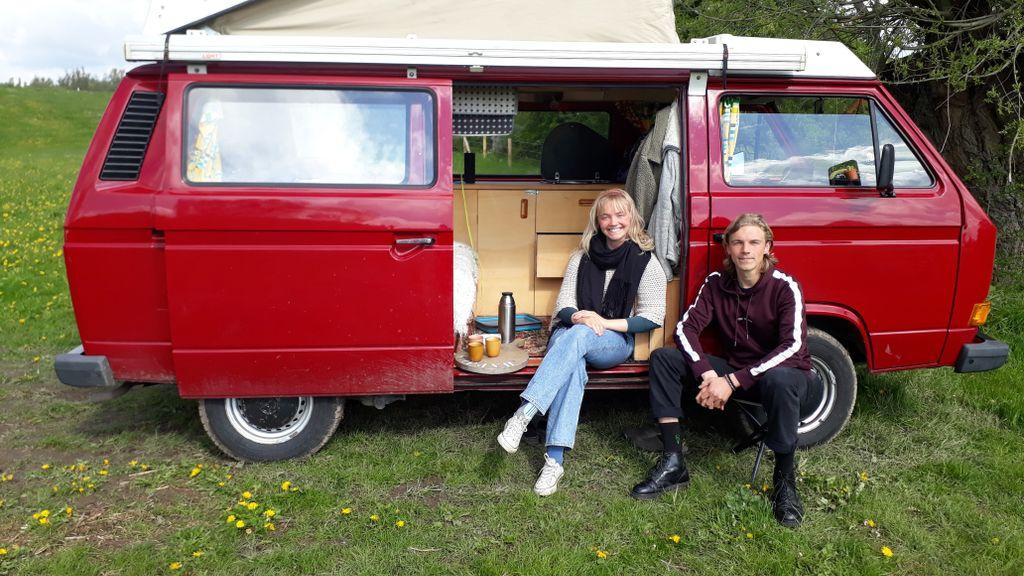 Deze broer en zus gooiden het roer om en reizen in een busje door Nederland